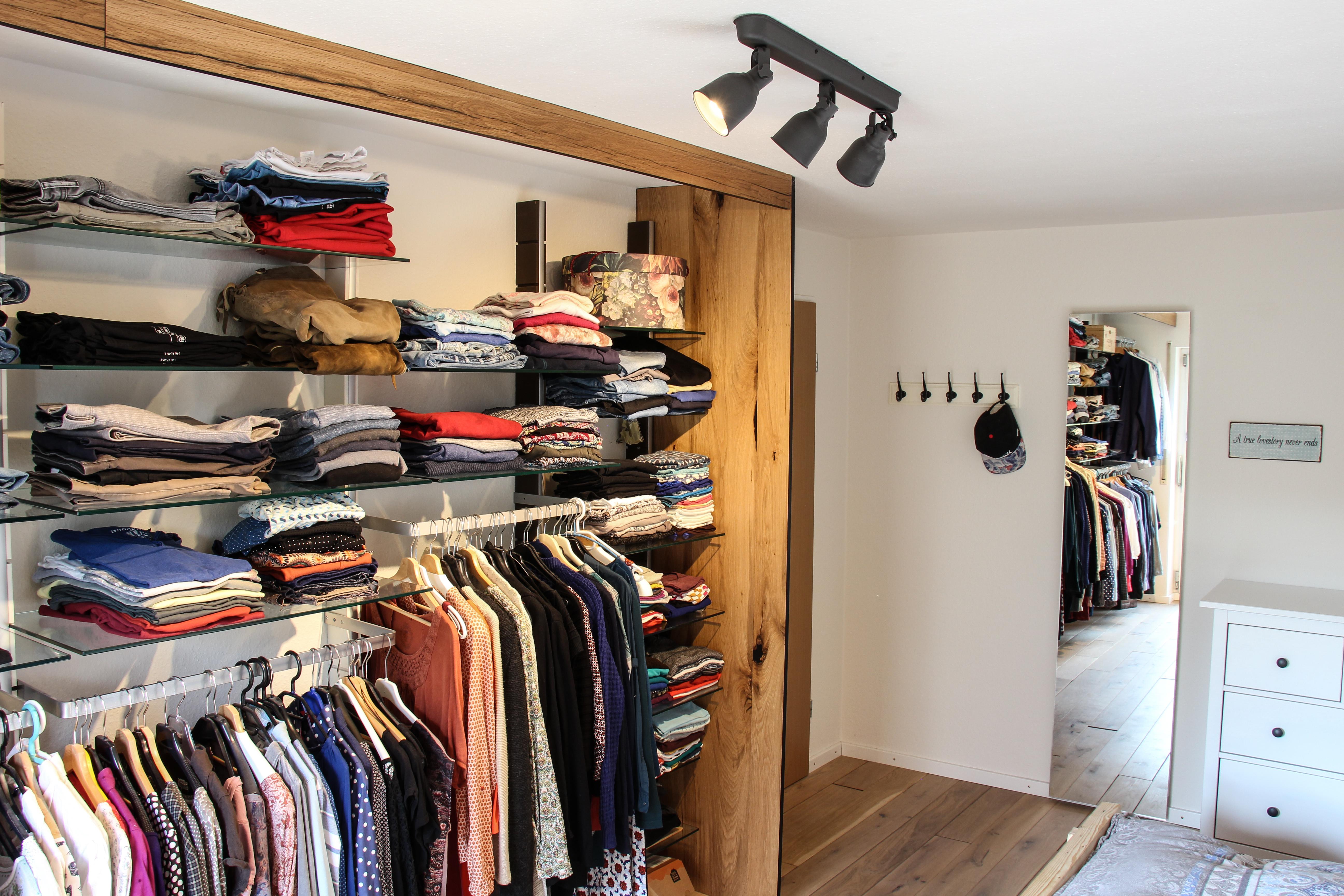 offener oder begehbarer kleiderschrank do it yourself ideen. Black Bedroom Furniture Sets. Home Design Ideas
